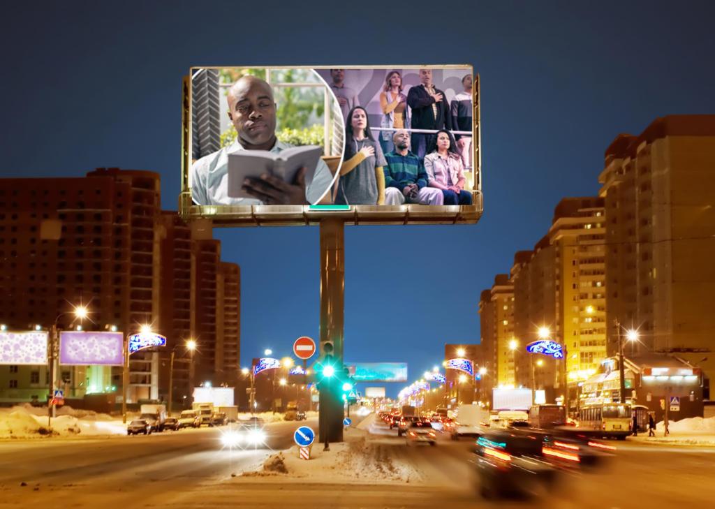 Свидетелей Иеговы используют как рекламный щит